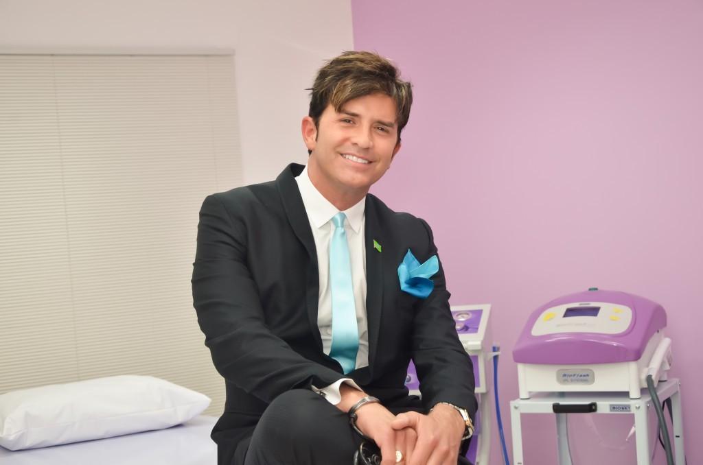 Dr-Robert-Rey-o-cirurgi_o-dos-famosos-inaugura-clínica-de-estética-em-S_o-Luís-em-dezembro.-1024x678 (1)