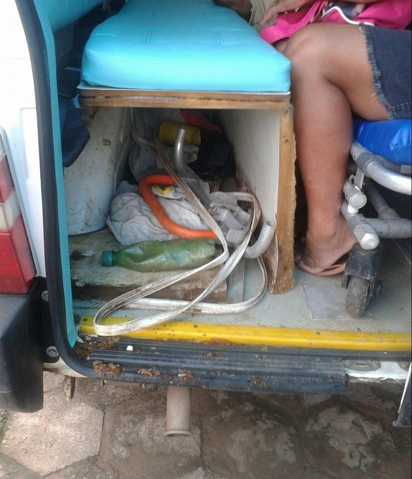 Ambulância está caindo aos pedaços