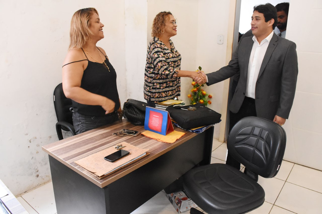 Osmar Filho visita setores e dialoga com servidores da Câmara de São Luís