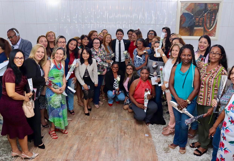 Câmara de São Luís reúne servidoras e comemora Dia das Mães