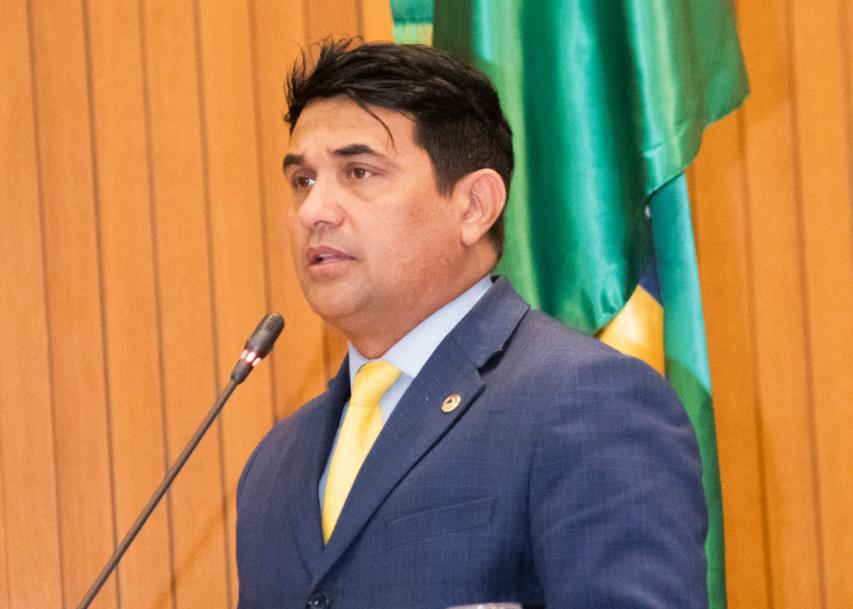 Deputado Wellington solicita lista de terceirizados e cronograma de nomeação dos concursados da AGED