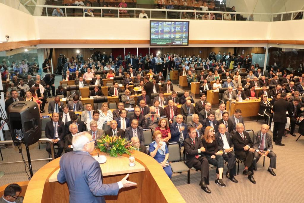 Deputados constituintes, parlamentares e convidados prestigiam a comemoração dos 30 anos da Constituição Estadual