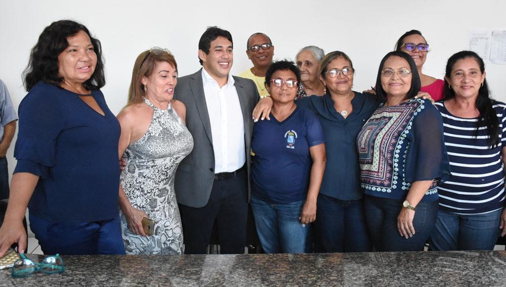 Osmar Filho antecipa salários e ratifica compromisso com servidores da Câmara