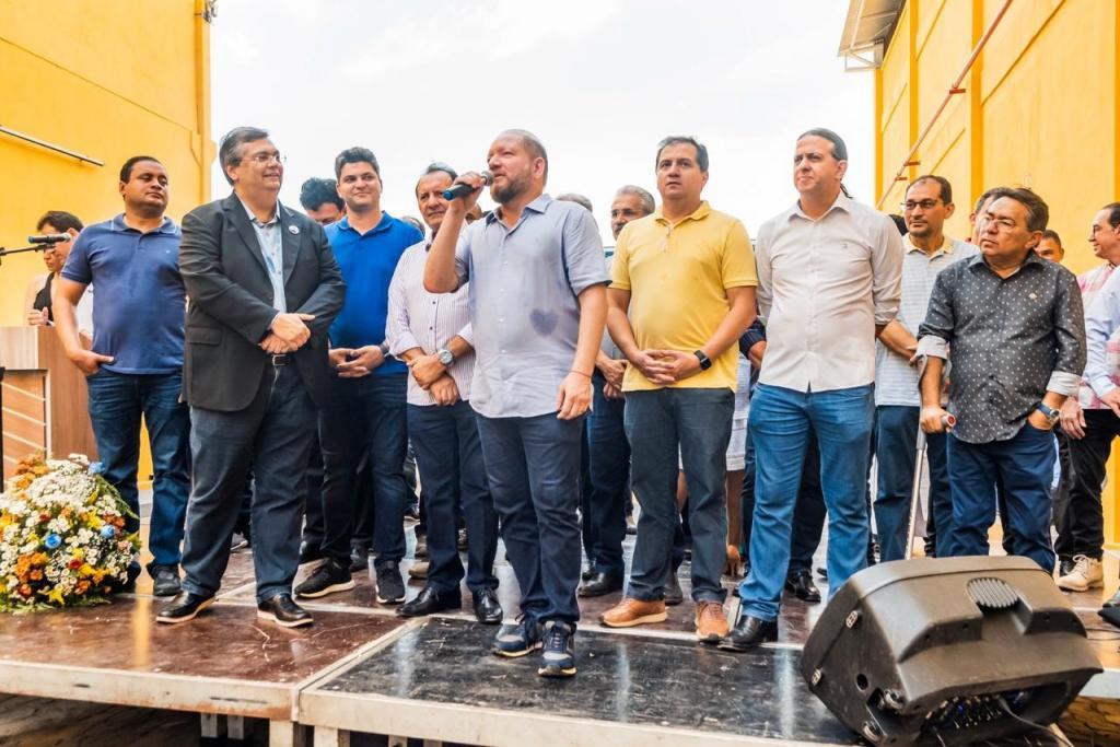 Em Codó, Othelino Neto prestigia inauguração da Oliverplast e destaca a geração de empregos na região