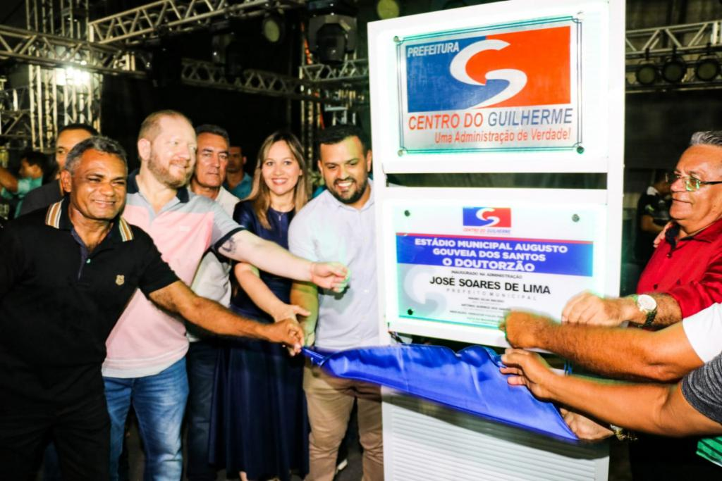 Othelino Neto prestigia inaugurações de obras em Centro do Guilherme na festa de aniversário da cidade