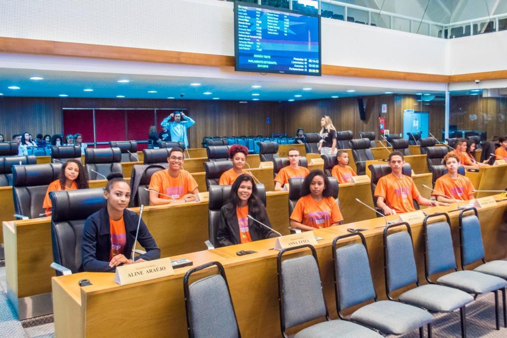 Jovens maranhenses de diversas regiões do estado participam do Parlamento Estudantil nesta sexta-feira