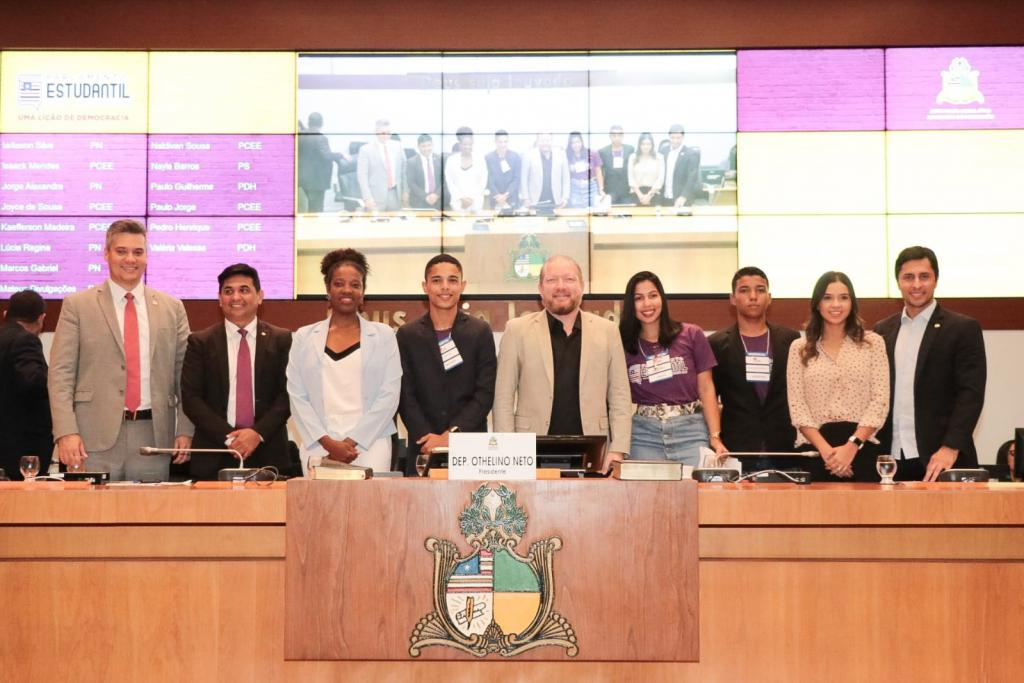 Othelino destaca importância da participação dos jovens na política durante abertura do Parlamento Estudantil 2019