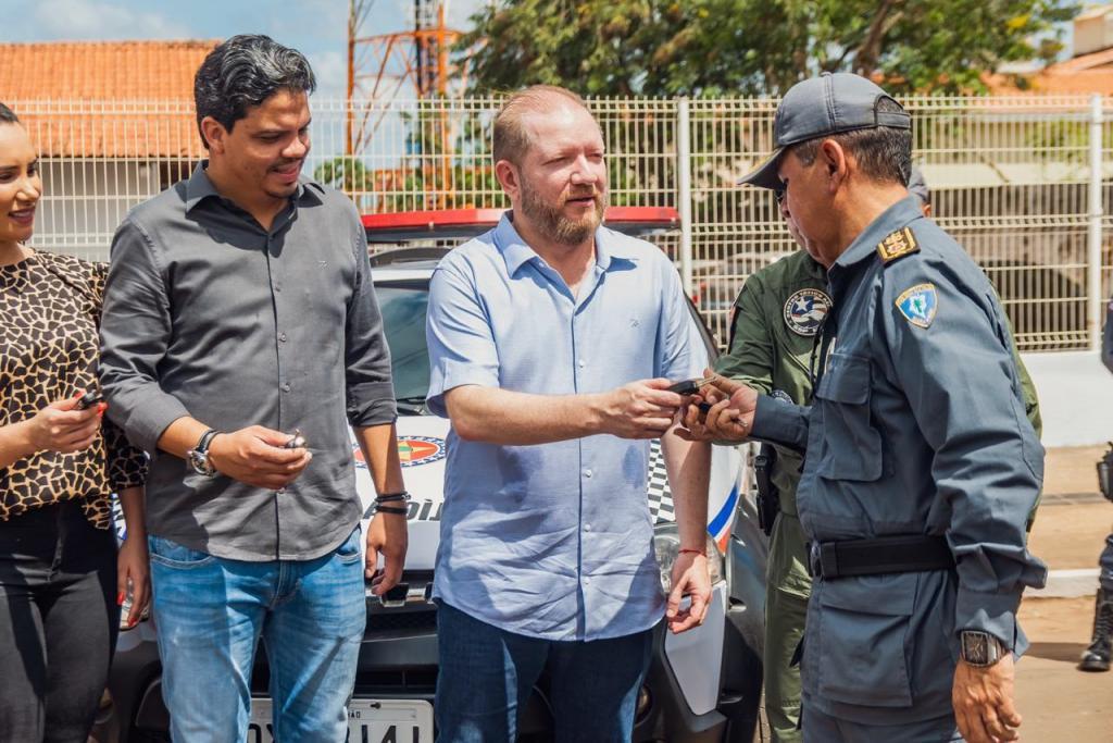 Othelino prestigia entrega de viaturas da PM em Pinheiro e destaca união dos Poderes em favor da segurança