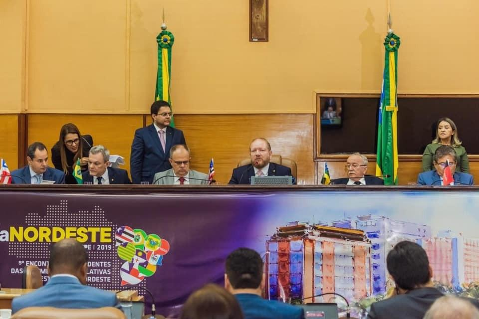 ParlaNordeste repudia declarações de Eduardo Bolsonaro ao cogitar retorno do AI-5