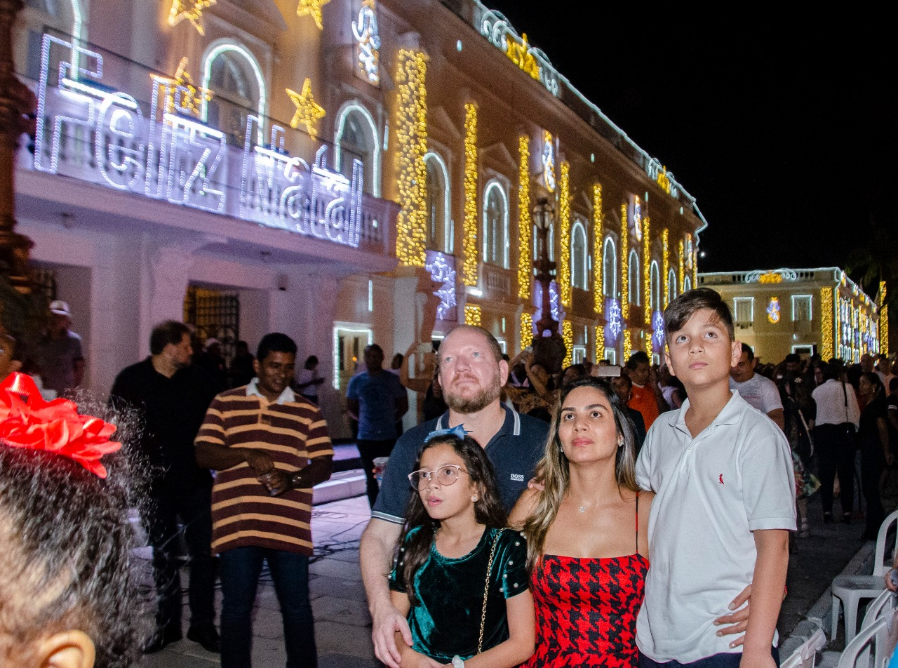 """Othelino prestigia abertura oficial do """"Natal do Maranhão"""" e início das atividades na Vila Natalina"""
