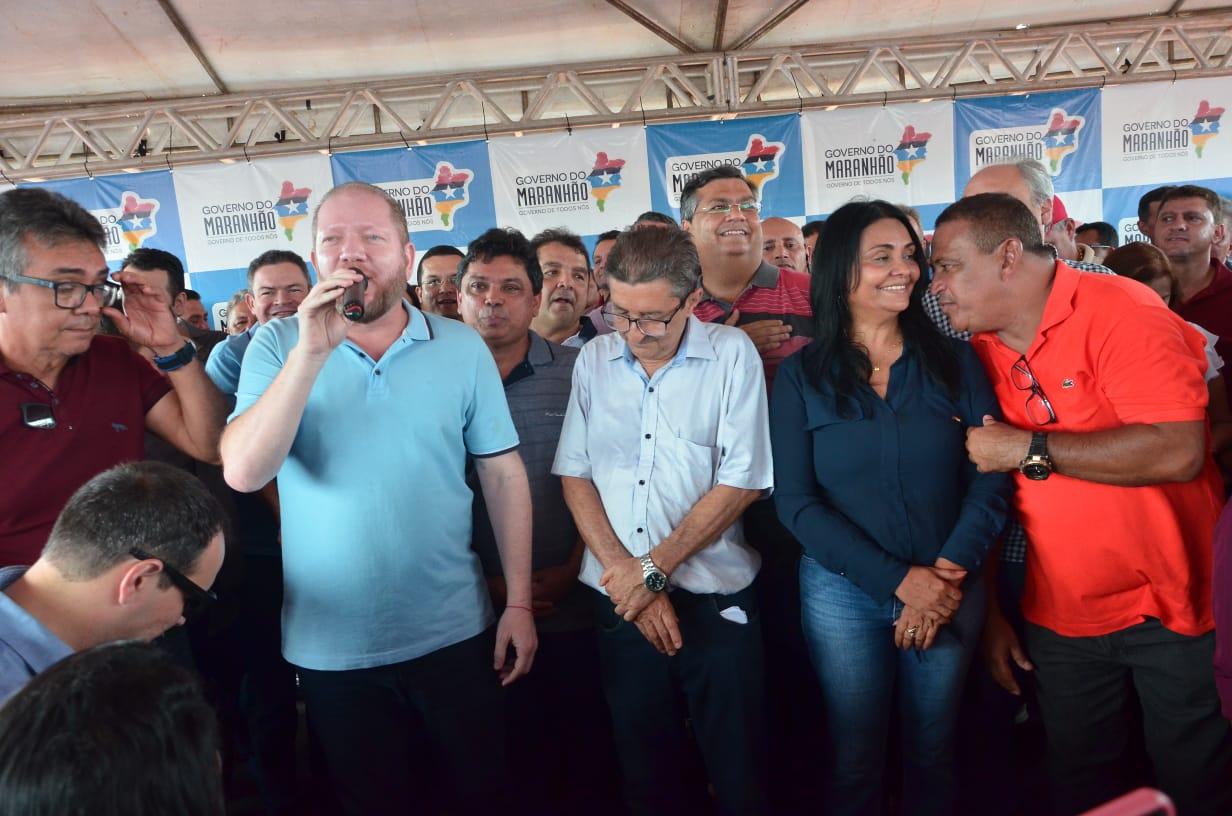Othelino participa de inauguração da nova estrada em Sucupira e destaca agilidade na execução das obras do governo