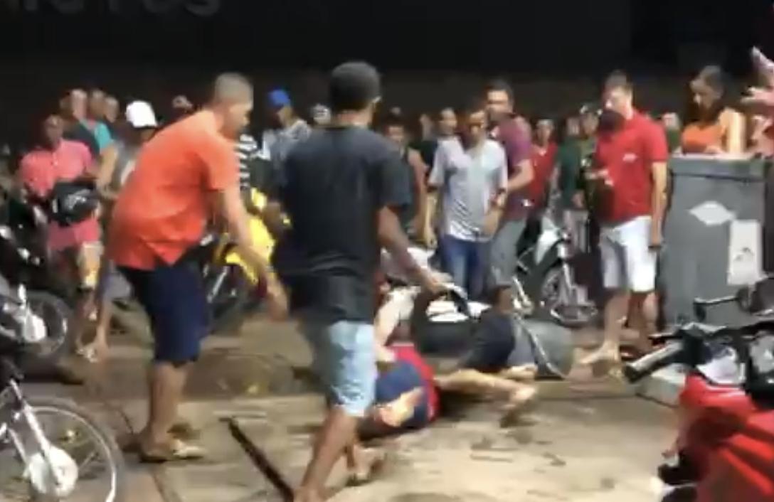 UFC: mulheres brigam por homem em pleno posto de gasolina