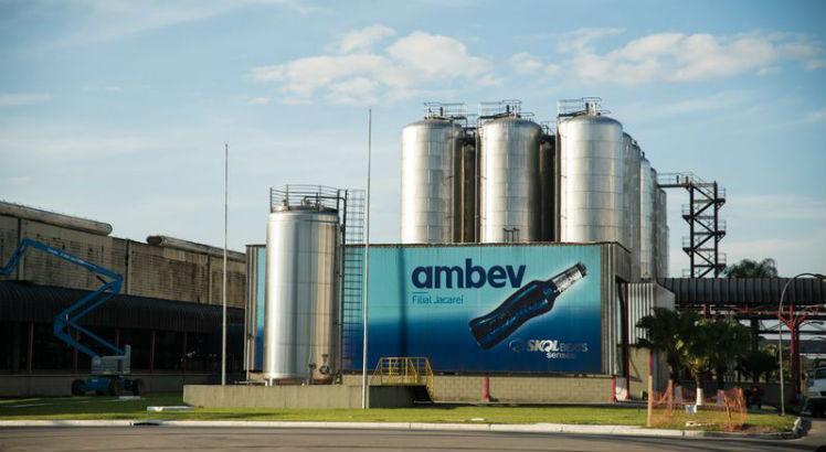 Ambev produzirá 500 mil unidades de álcool em gel para doar a hospitais públicos