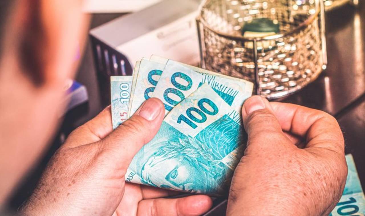 Veja quem tem direito ao auxílio emergencial de R$ 600 por mês