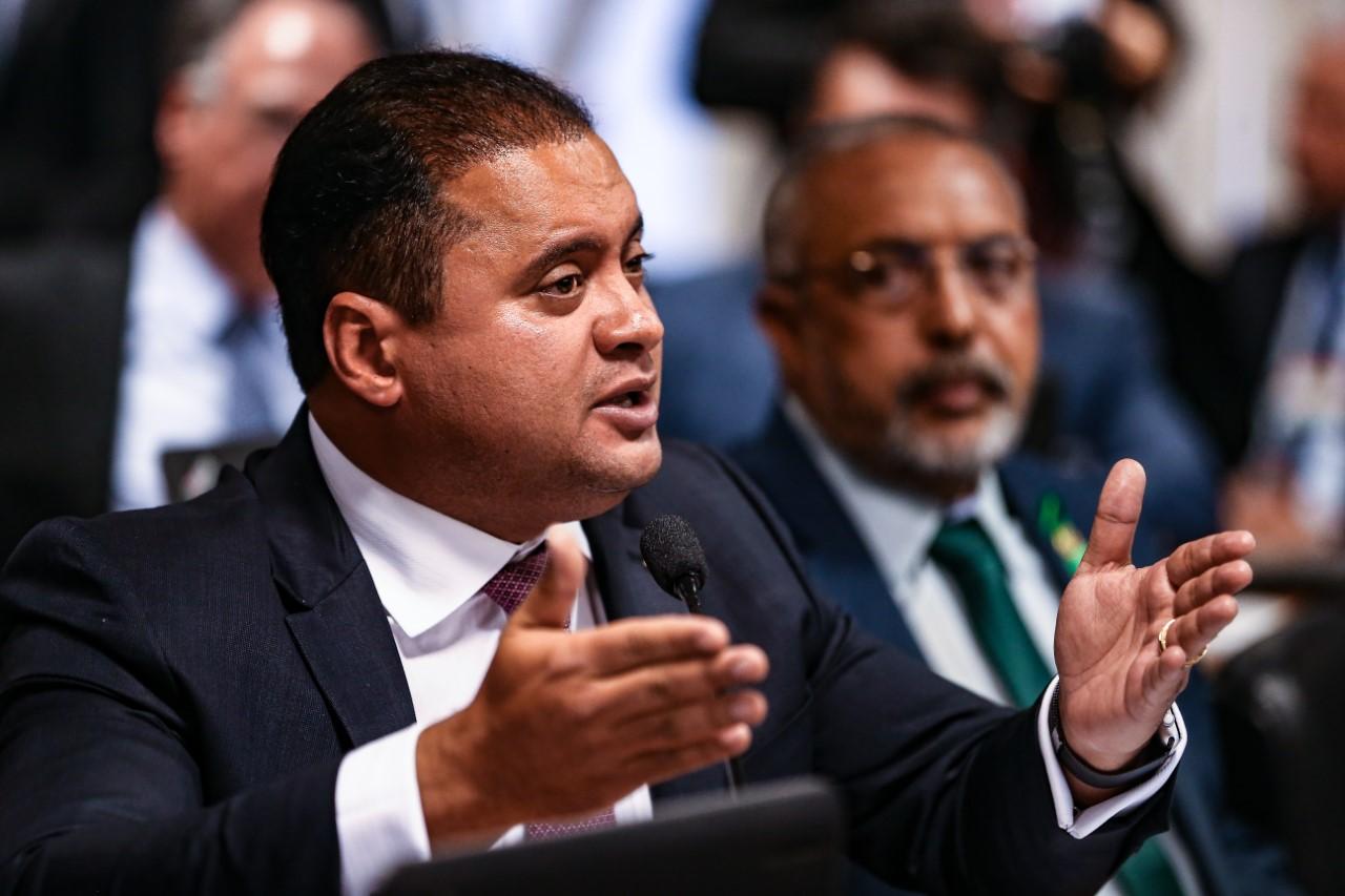 Weverton propõe que recursos dos Fundos extintos sejam destinados ao combate à pobreza