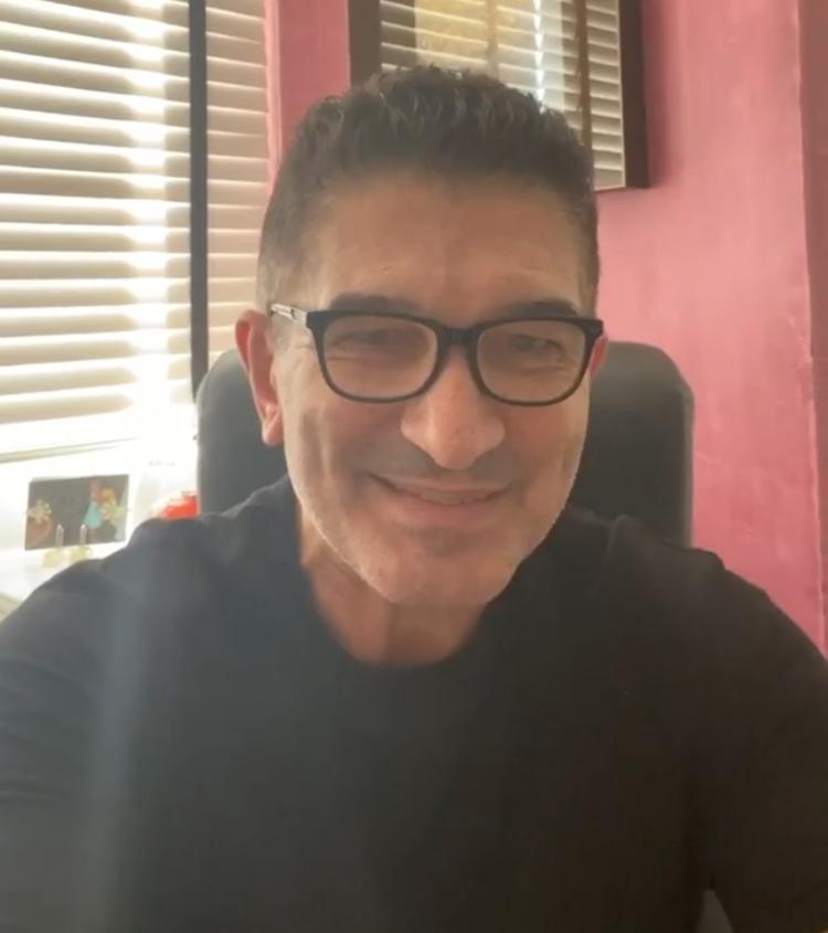 Alessandro Martins doa bolsa de estudos para criança com síndrome de down