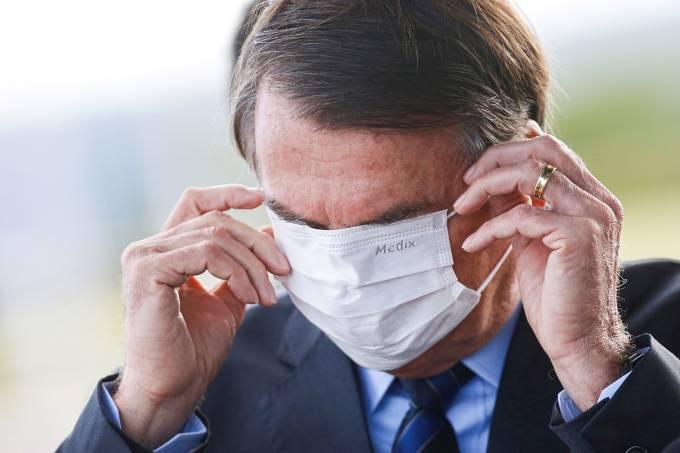 Juiz obriga Bolsonaro a usar máscara no DF e impõe multa