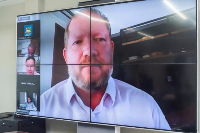Othelino promulga lei que determina multa a propagadores de fake news sobre a pandemia no Maranhão