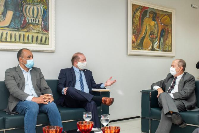 Othelino reforça harmonia entre o Legislativo e o MP em visita ao procurador-geral de Justiça