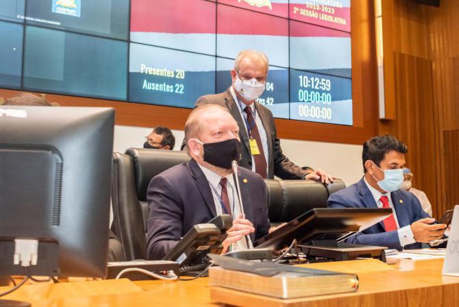 Othelino Neto promulga lei que isenta ICMS de produtos doados para o combate à Covid durante as eleições