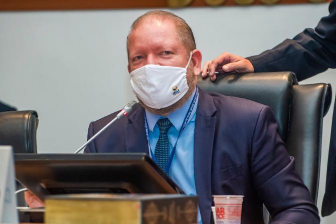 Sancionada lei de Othelino que proíbe fabricação e venda de cerol no Maranhão