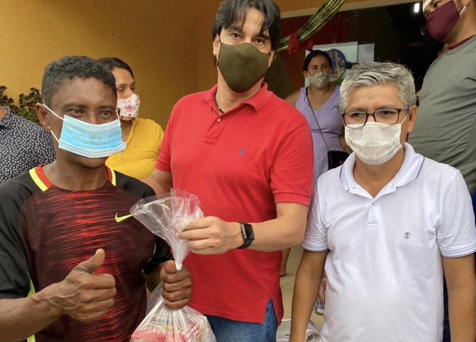Regularize faz entrega de cestas básicas e peixes a comunidades carentes na Raposa