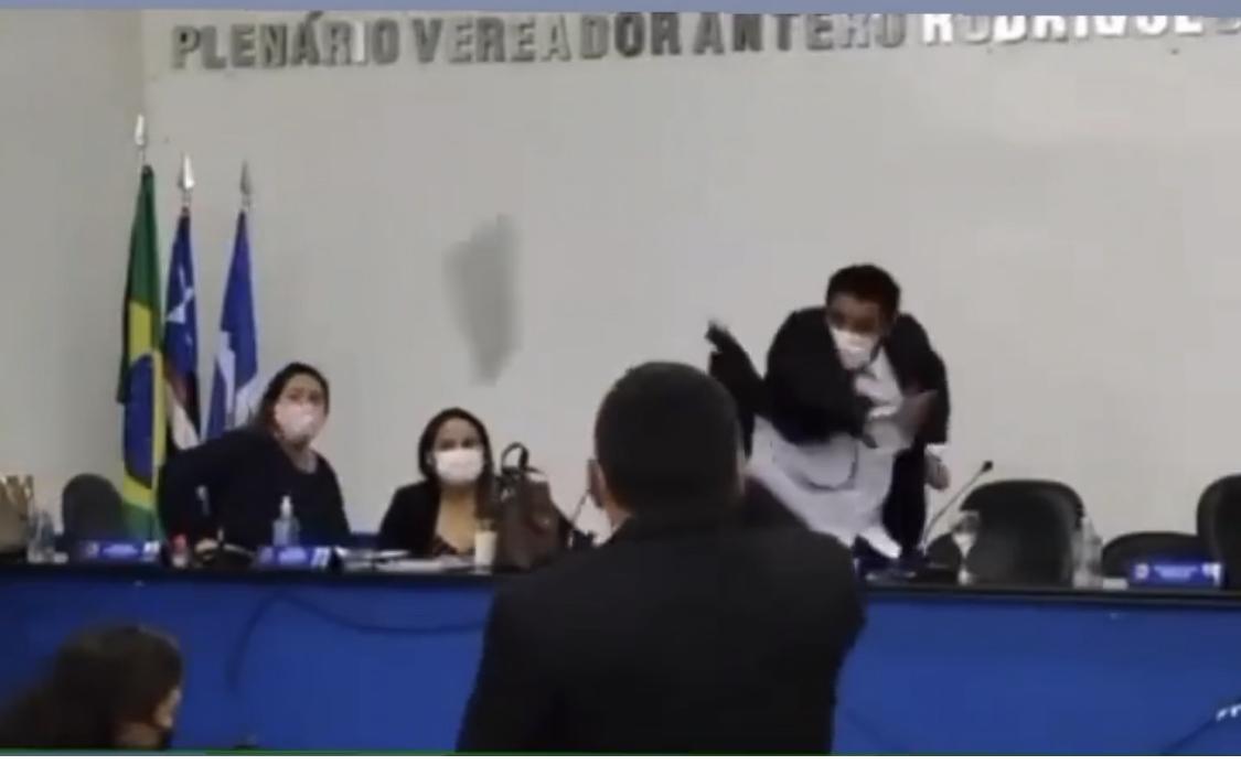 Baixaria nível 'hard' entre políticos do Maranhão; vejam