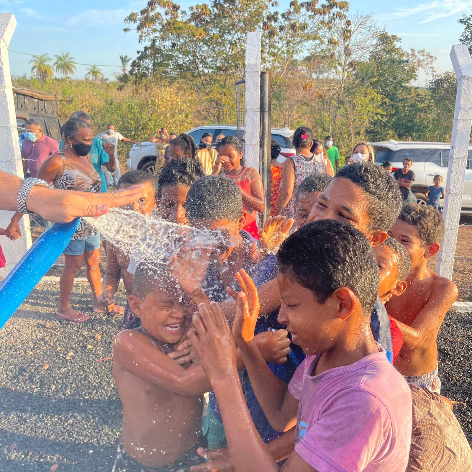 Cleide Coutinho viabiliza instalação de sistema de abastecimento de água em Caxias